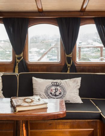 Yacht Prince de Neufchatel , Mykonos